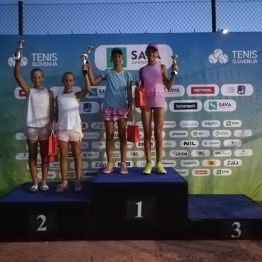 Kaja Kadak Ocvirk osvojila turnir dvojic do 12 v Portorožu