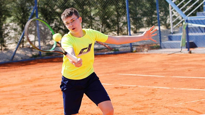 Luka četrtfinalist posamezno, s Tomom polfinalista med dvojicamu na OP U16